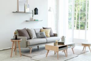 Ghế sofa phải cao hơn bàn trà và kê sát vào tường