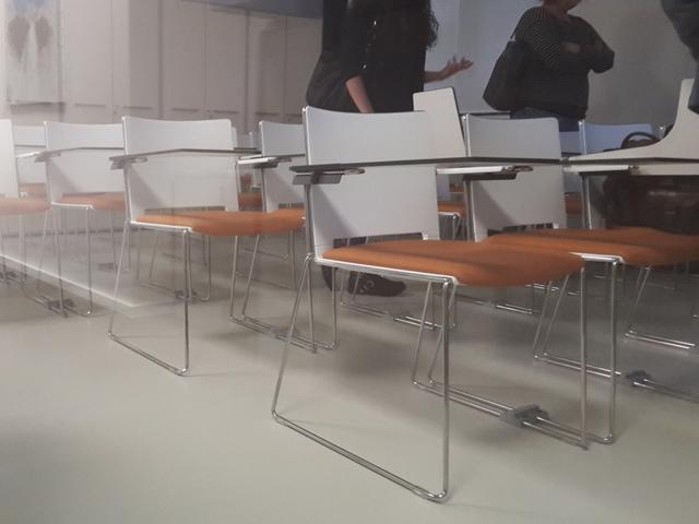 Ghế có bàn viết