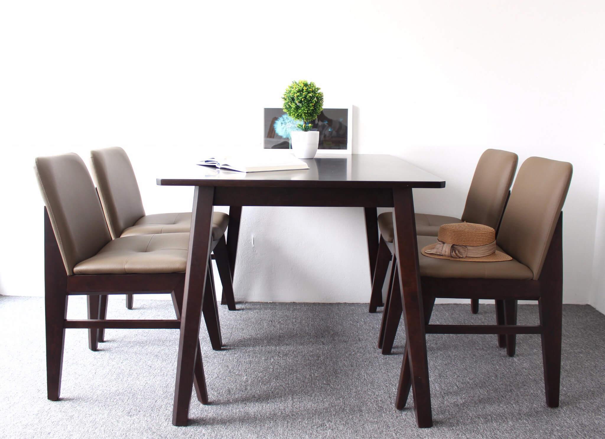 Bộ bàn ghế ăn gỗ tự nhiên bọc đệm sang trọng