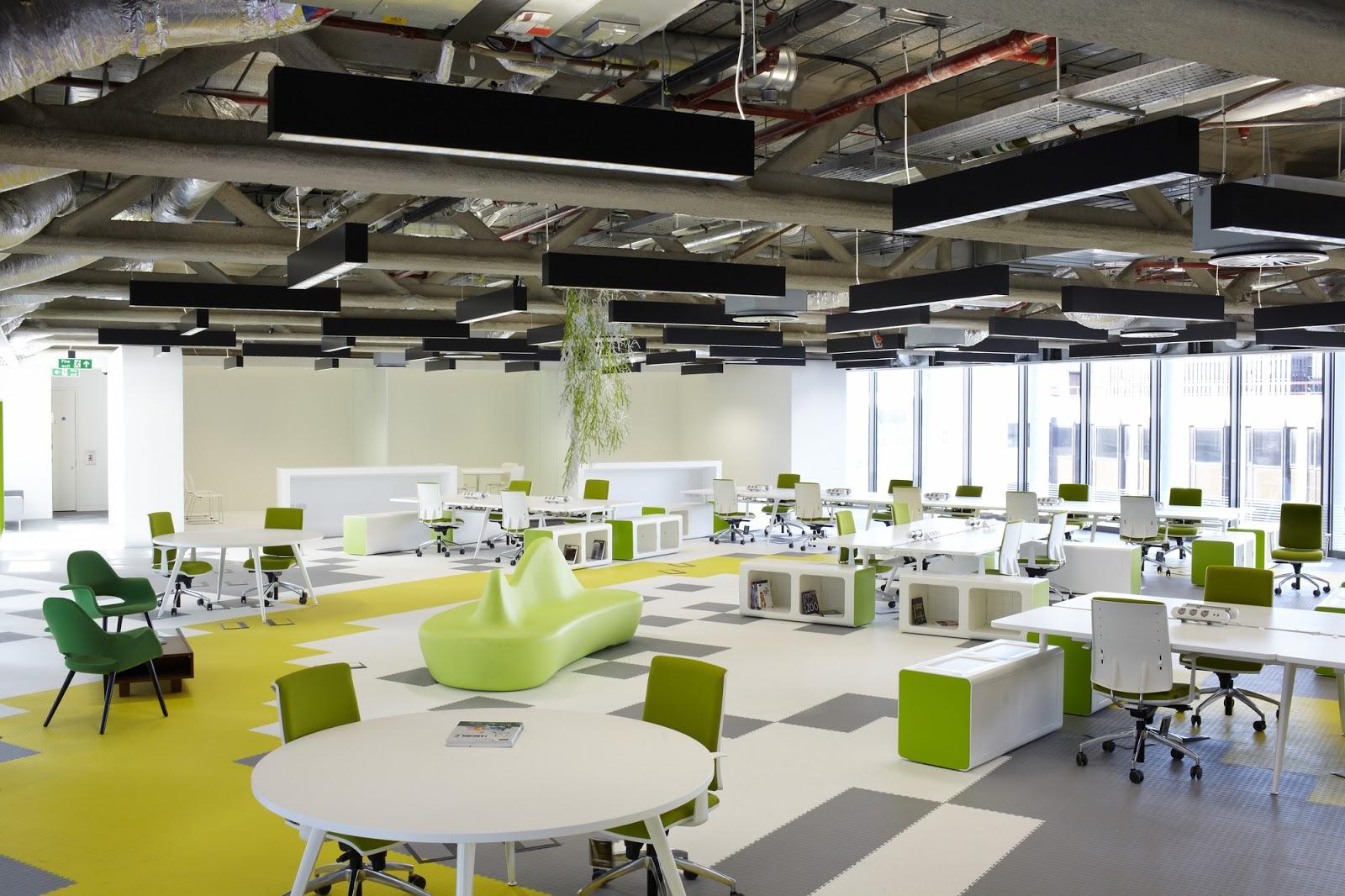 Thiết kế văn phòng bằng dạng công nghệ cao được trang trí bằng trần tường chính với gam màu ưa thích.