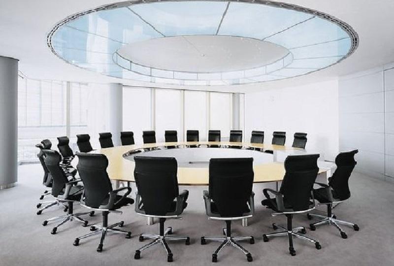 Không gian văn phòng với trần kính hiện đại