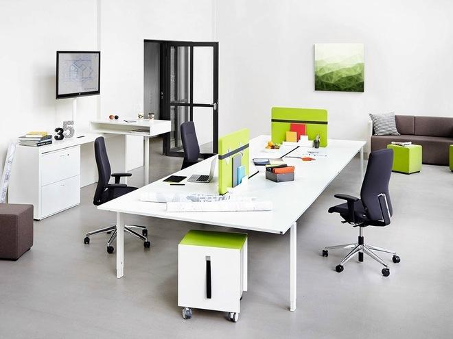 Với văn phòng nhỏ, việc trang trí cần hạn chế những chi tiết cầu kỳ và các vật dụng lớn