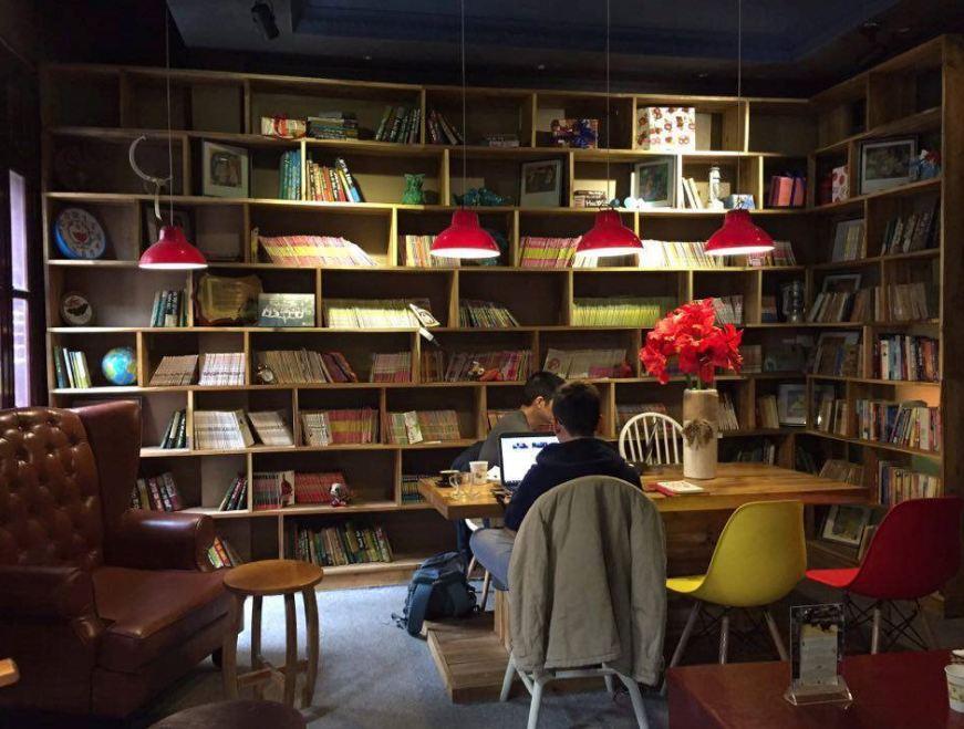 khong-gian-quan-cafe-doc-sach-dep-tai-tphcm