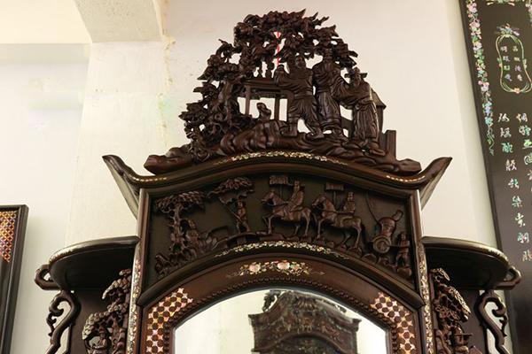 tủ trưng bày đồ cổ