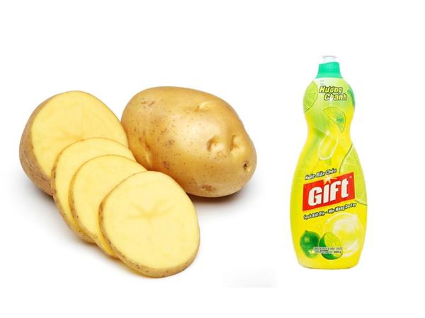 loại bỏ vết gỉ trên tủ locker Hòa Phát bằng khoai tây và nước rửa chén