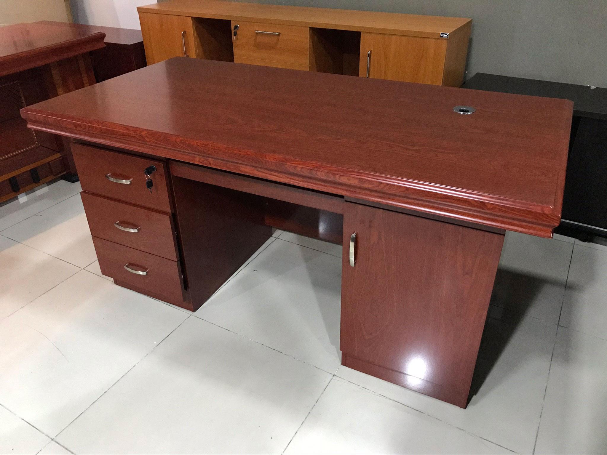 bàn giám đốc thanh lý giá rẻ B0414