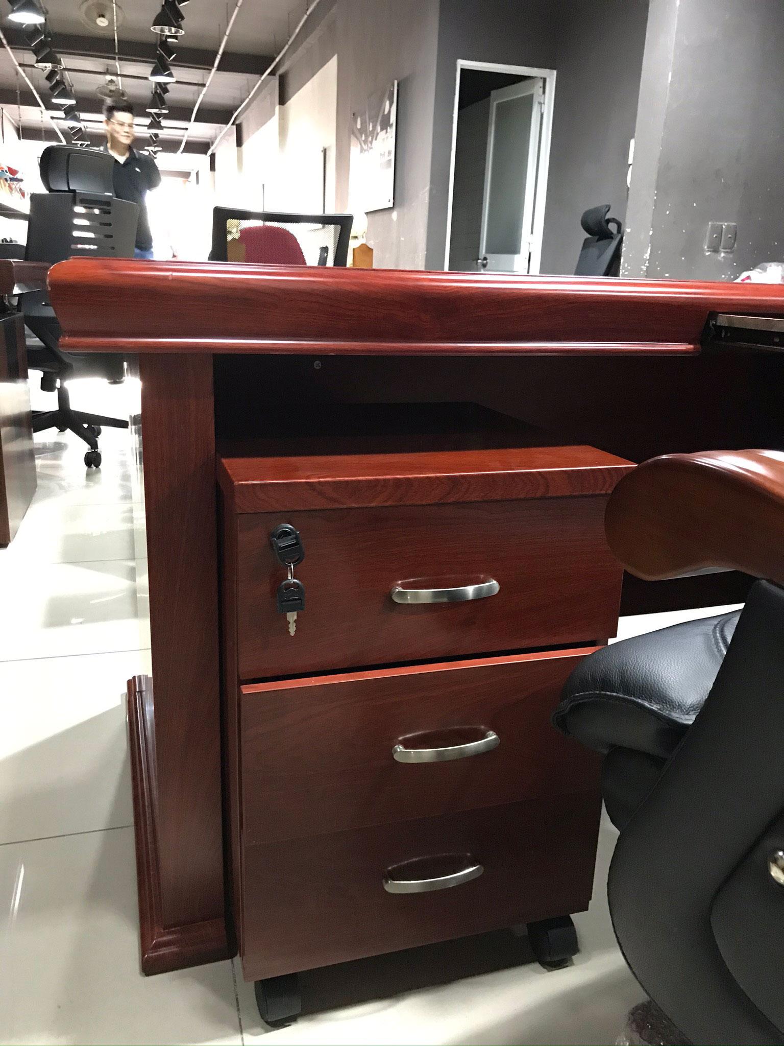 bàn giám đốc thanh lý giá rẻ B1826