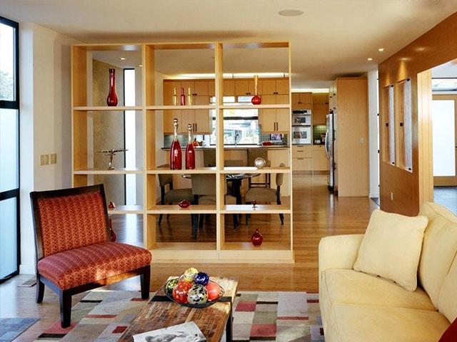 Các kiểu vách ngăn phòng khách và bếp bằng gỗ