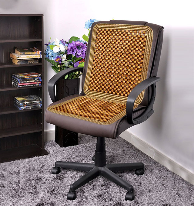 Hạt gỗ lót ghế văn phòng