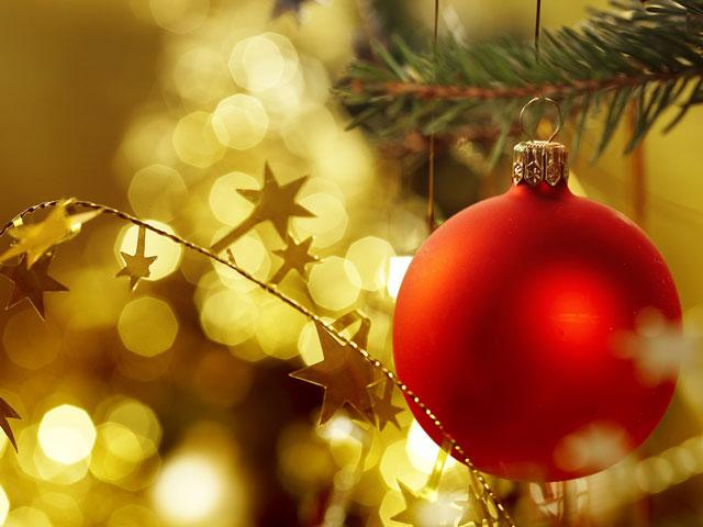 trang trí Noel trên cửa kính
