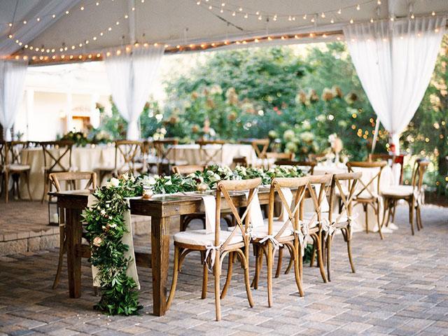 ghế nhà hàng tiệc cưới đơn giản