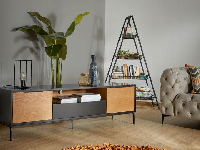 tủ gỗ chân sắt phòng khách