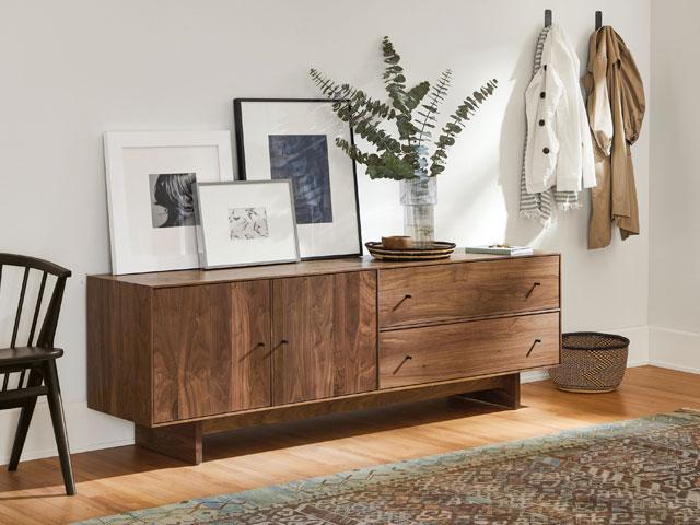 tủ thấp trang trí phòng khách bằng gỗ